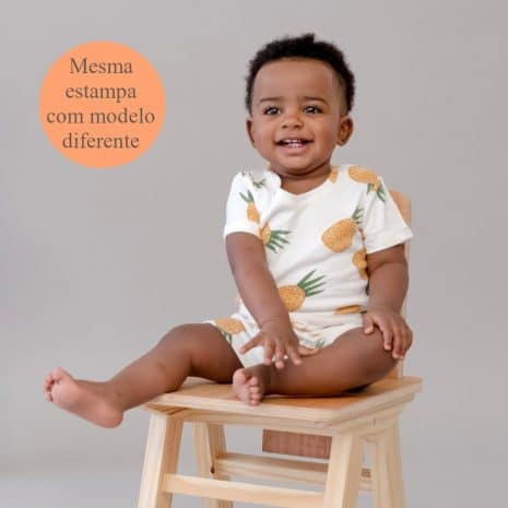 """macaquinho shorts de algodão pima orgânico estampa abacaxi com a tag """"mesma estampa com modelo diferente"""""""