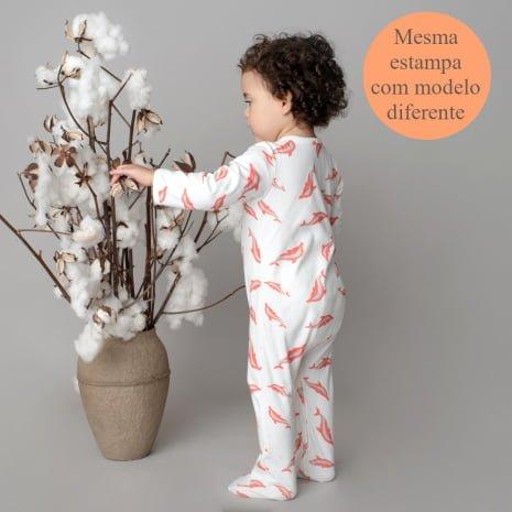 """pijama de algodão pima orgânico estampa golfinhos com a tag """"mesma estampa com modelo diferente"""""""