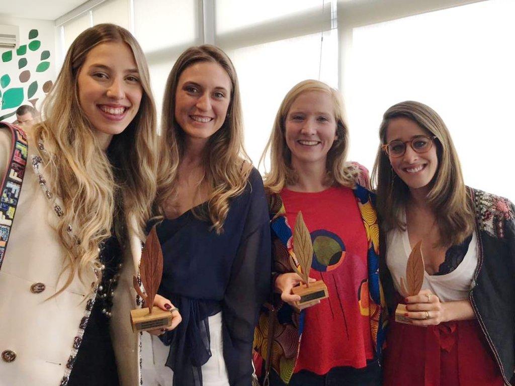 Emily Ewell e Maria Eduarda Camargo pantys - Renata Negrão bleque - Timirim premio ecoera 2018