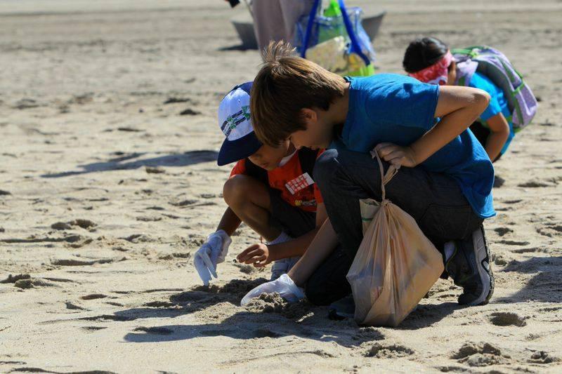 Timirim blog post Oceano criancas limpam praia