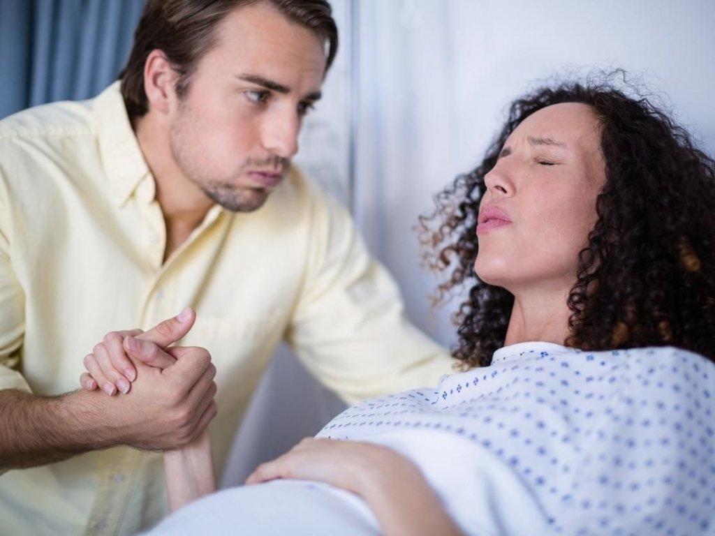 Pai parceiro da mãe no momento do parto
