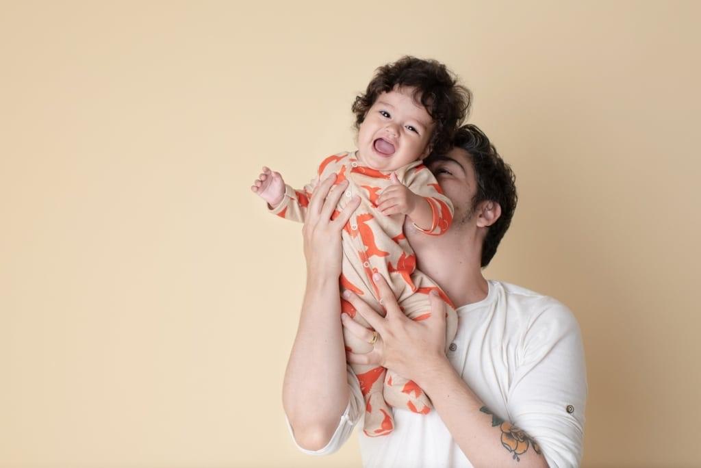 Pai e filho brincando - Timirim coleção J.Borges 2019 - algodão orgânico