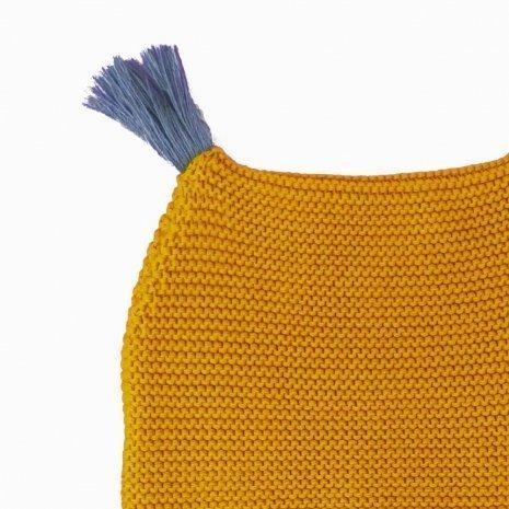 touca de trico de algodao organico mostarda detalhe