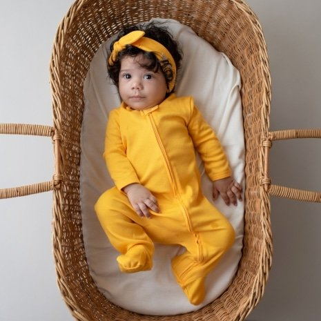macacao pijama com ziper amarelo
