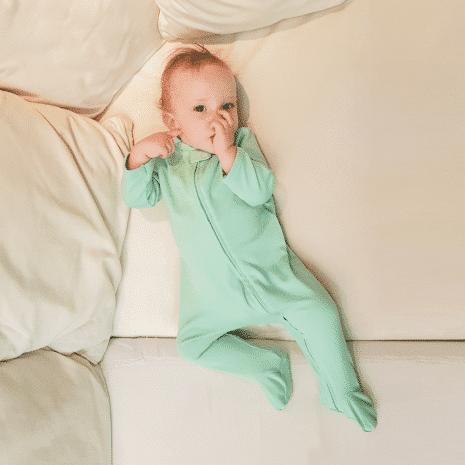 macacao pijama com ziper verde claro